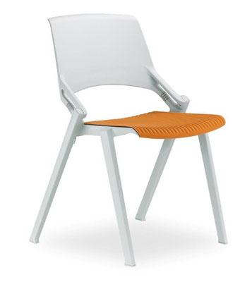 Der ideale Vollkunststoffstuhl mit beweglichem Rücken – ohne oder mit unterschiedlichen Sitzkissen (jederzeit abnehmbar)