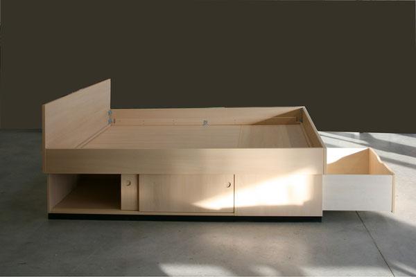 Seniorenbett mit Raumnutzung unter dem Bett