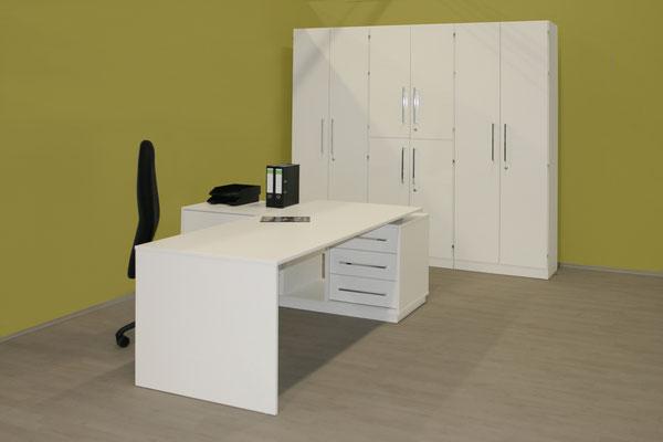 Schreibtischanlage mit Sideboard-Ansatz und Schrankeinheit