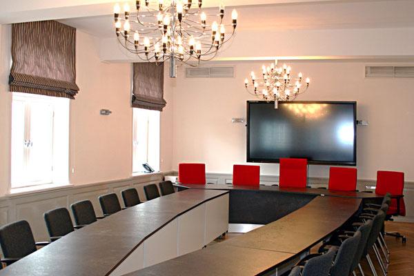 Sitzungszimmer einer Kreisverwaltung - Lieferbar in jeder anderen Abmessung, Ausführung und Farbkombination möglich.
