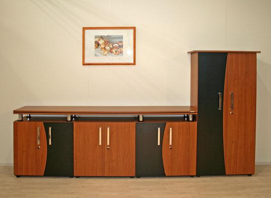 Chefzimmerschrankeinheit mit rechtsseitiger Garderobe
