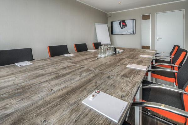 Konferenztischanlage mit Sicht der Tischplattenoptik. Lieferbar in jeder anderen Abmessung, Ausführung und Farbkombination mö