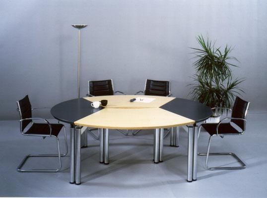 Ovale Tischanlage – farblich kombinierbar