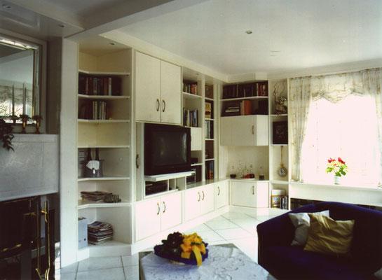 Wohnzimmerschrankwand mit Einschubtüren (FS-Bereich)