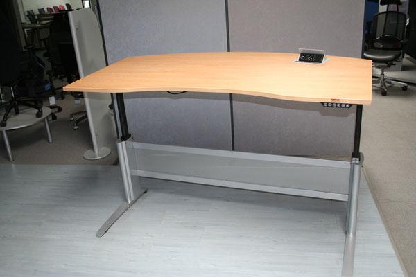 Ausstellungsstück, elektrisch höhenverstellbarer Schreibtisch 1800x1000mm, Apfel, mit Memory-Schaltung und Steckdosentableau // Listenpreis € 1.842.-- // jetzt € 950.--