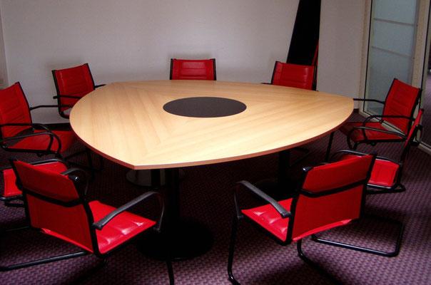 Konferenzanlage im Kreiskolbenprofil mit gestaltbaren Mittelteil