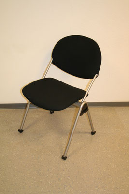 Design-Besucherstuhl schwarz – 4-Fuß-Gestell silber // Sonderpreis € 115.--