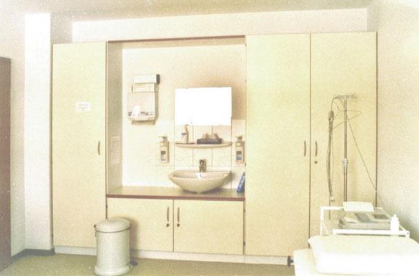 Schrankeinheit in einem Untersuchungsraum