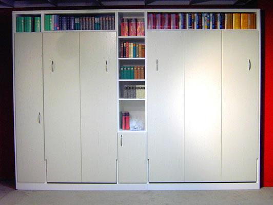 Bücherregal integriert in Schlafzimmerschrank