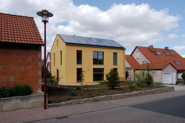 Passivhaus Kürnach- Südwest-Straßenansicht