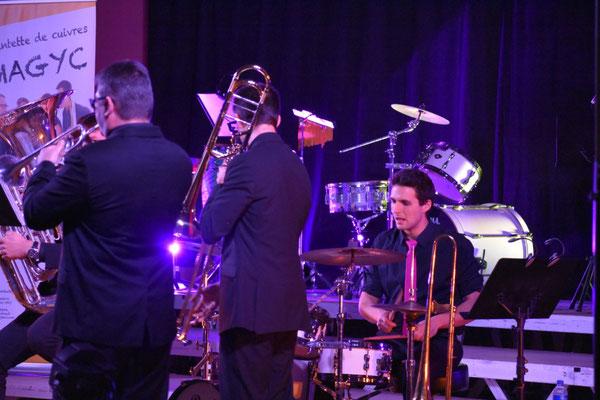 Le quintette accompagné par Quentin Levayer
