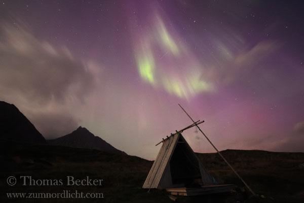 Farbiges Nordlicht am Südhimmel.