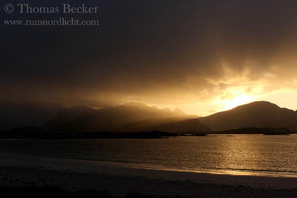 Sonnenuntergang am Strand von Ramberg.