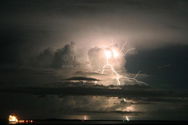 Positiver Erdblitz aus einem Gewitter in Darwin, Australien - G14