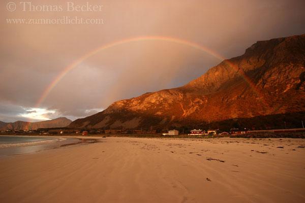 Regenbogen am Strand von Ramberg.