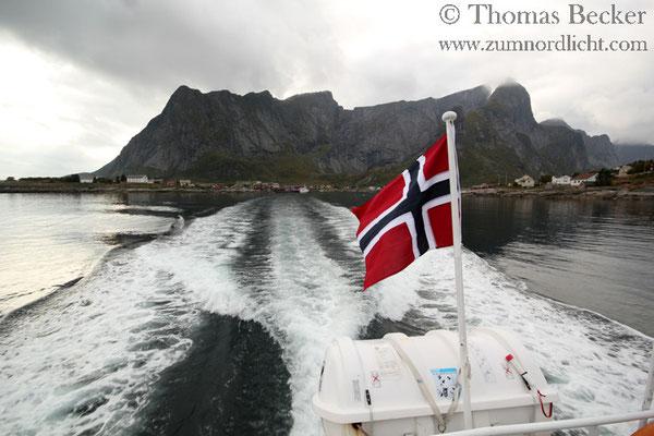 Fährfahrt in den Kjerkfjord.