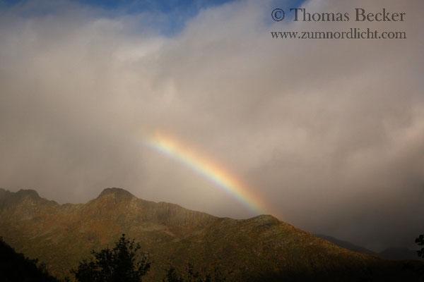 Ein kurzer Schauer machte mit einem Regenbogen auf sich aufmerksam.
