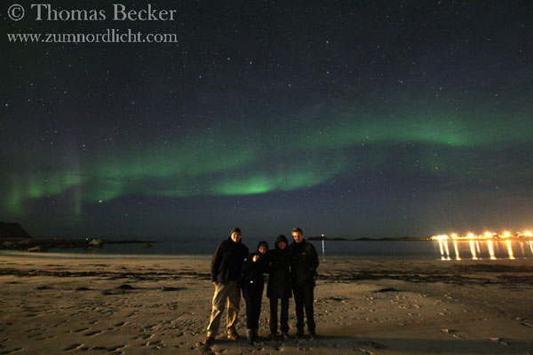 Ein Gruppenfoto mit Nordlicht.
