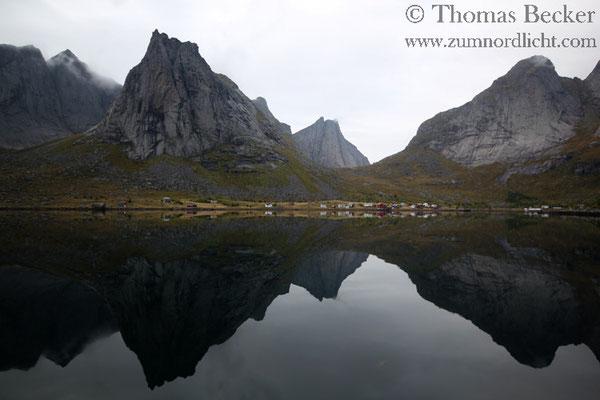 Die Dörfer im Kjerkfjord sind nur mit dem Schiff zu erreichen.