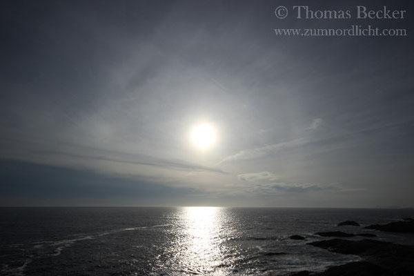 Sonne ümit 22° Halo über dem Vestfjord.