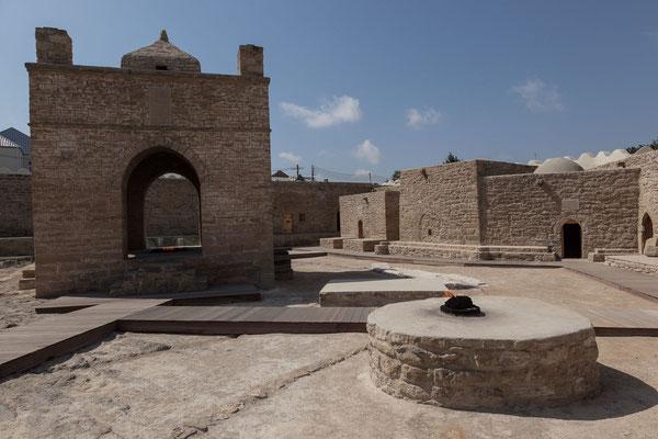 Azerbaijan - Eine der beliebtesten Touristenziele in der Nähe von Baku: der Feuertempel Ateshgah