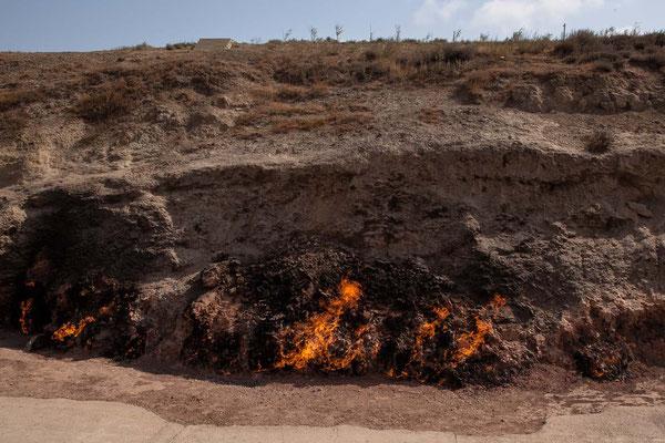 Azerbaijan - Yanar Dağ, als Feuerberg bekannte Sehenswürdigkeit auf der Halbinsel Absheron