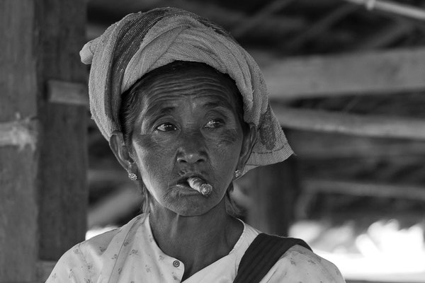 Myanmar people - Frau am Inle Lake