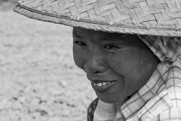 Myanmar people - Feldarbeiterin mit Hut