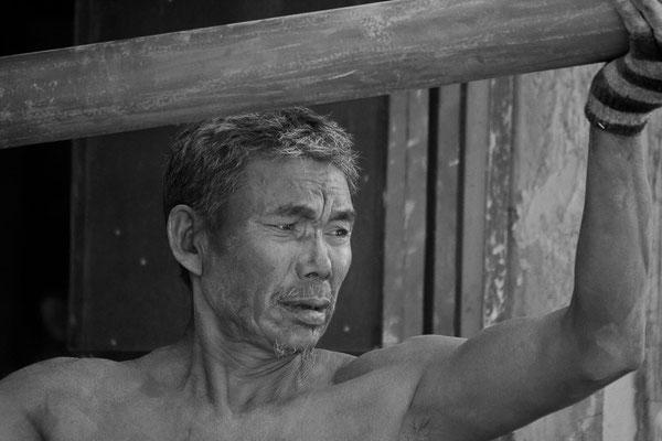 Myanmar people - Mann bei der Arbeit - Inle Lake