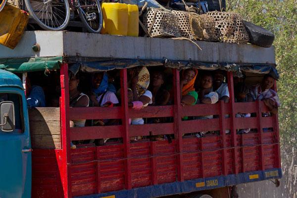 """Madagaskar: Unterwegs mit """"Taxi Brousse"""""""