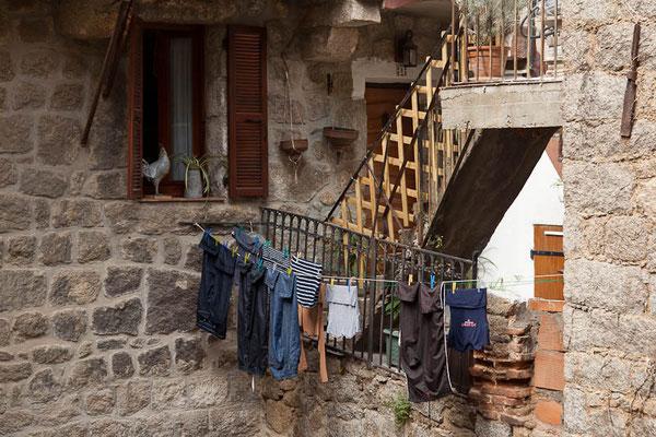 In einem kleinen Ort zwischen Ajaccio und Bonifacio