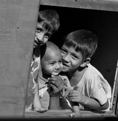 Myanmar people - Kinder im Zug