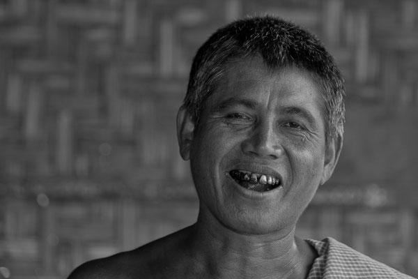 Myanmar people - fröhlicher Fabrikarbeiter