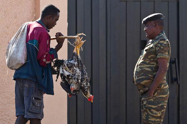Madagaskar: Kurze Plauderei mit der Polizei auf dem Heimweg vom Einkauf