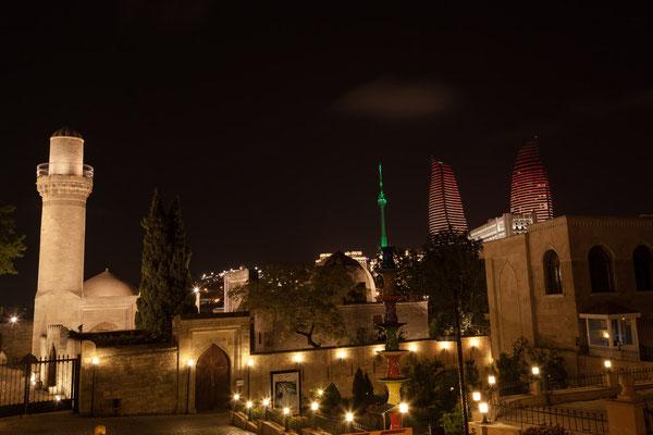 Azerbaijan - Nachtaufnahme in der Altstadt von Baku