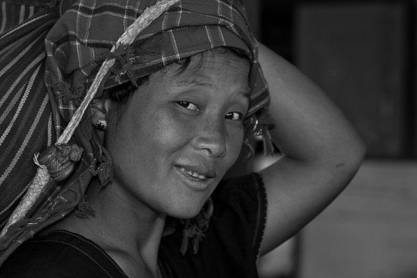 Myanmar people - junge Frau am Inle Lake