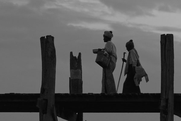 Myanmar people - U-Bein Brücke - U Bein Bridge - Mandalay