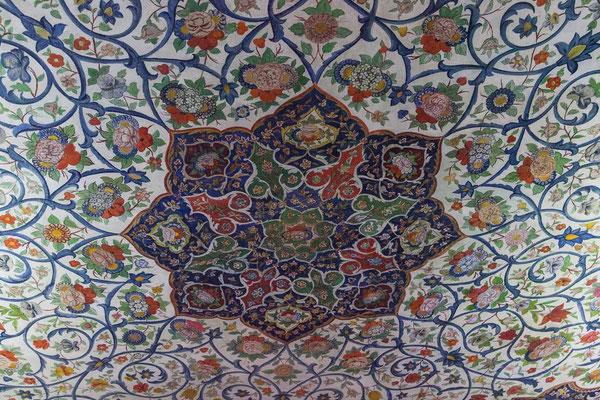 Azerbaijan - Deckengemälde im Innern des Khan-Palastes in Sheki