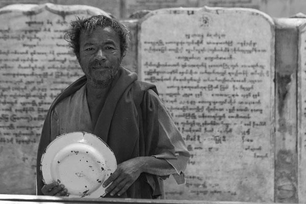 Myanmar people - Tellerabwascher in der Pagode