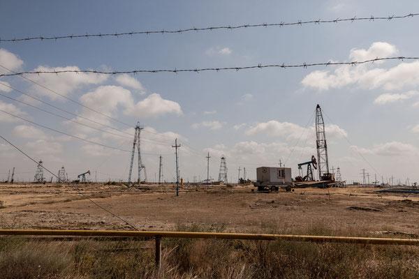 Azerbaijan - Ölfeld mit Pumpen auf der Halbinsel Absheron