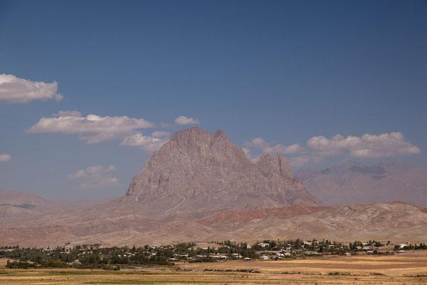 """Azerbaijan / Aserbaidschan - Nakhchivan mit dem sagenumwobenen Schlangenberg """"Ilandag"""", den Noah angeblich einst mit seiner Arche streifte"""