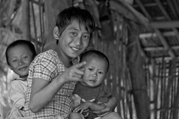 Myanmar people - fröhliche Kinder im Norden von Myanmar