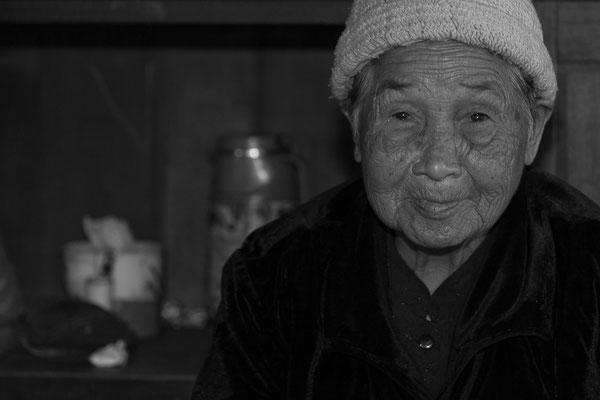 Myanmar people - alte Marktfrau