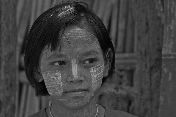 Myanmar people - junges Mädchen mit Thanaka-Paste als Sonnenschutz