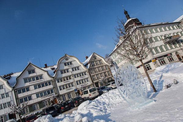 GAIS - Dorfplatz mit Eisskulptur
