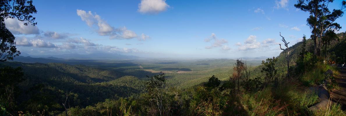 Aussicht am Anstieg zu den Wallaman Falls