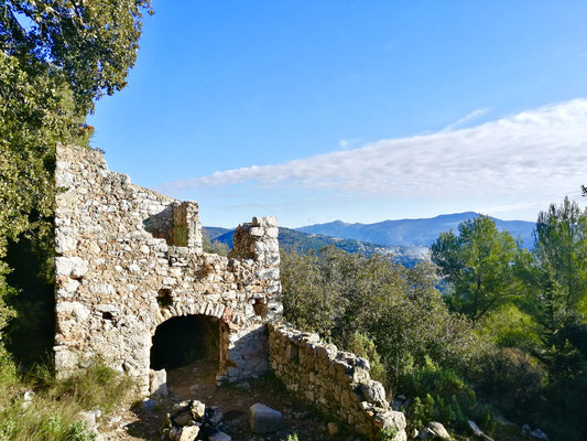 SENTIERO GR5 - PANORAMI A 360° - SOMMITA DI NIZZA - BOTANICA E FIORI - ROVINE E FORTEZZE
