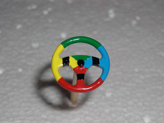 Lenkrad in Benetton Farben getaucht