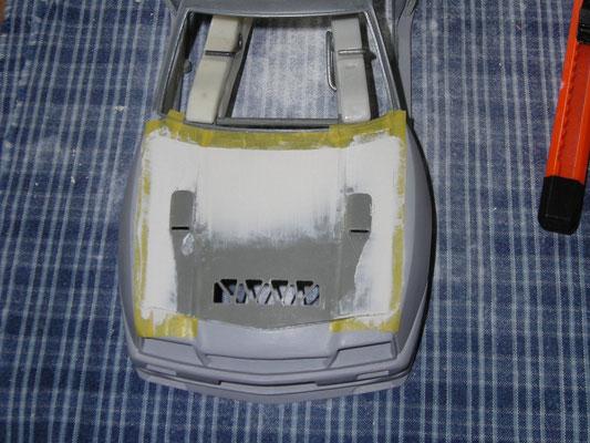 Motorhaube außen angepasst, gespachtelt, Spaltmaße angepasst