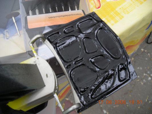 Motorhaube innen schwarz lackiert